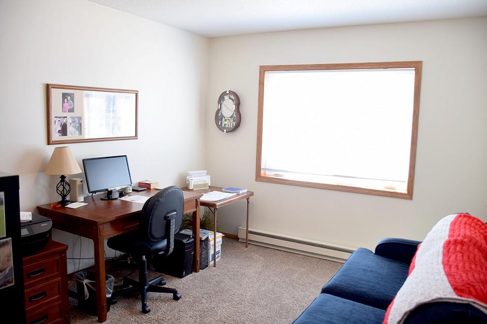 Oak Estates - Apartment Second Bedroom