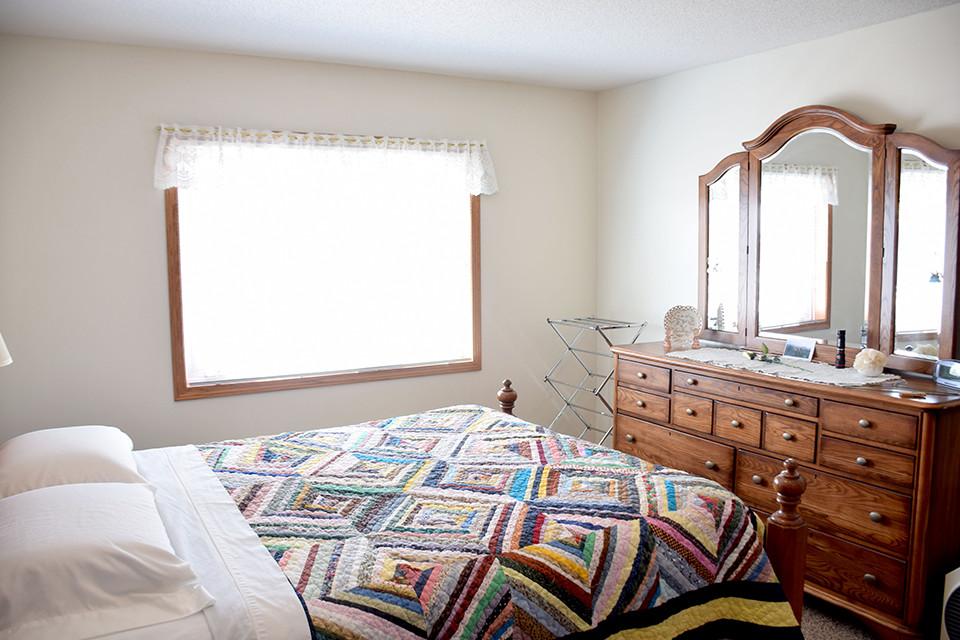 Oak Estates - Apartment Bedroom