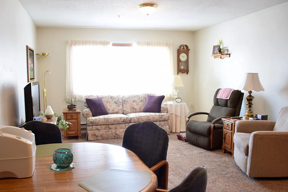 Oak Estates - Apartment Living Room