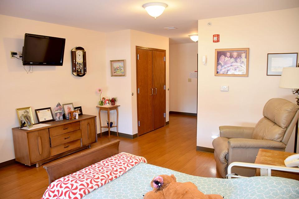Oakview Nursing Home -Room/TV